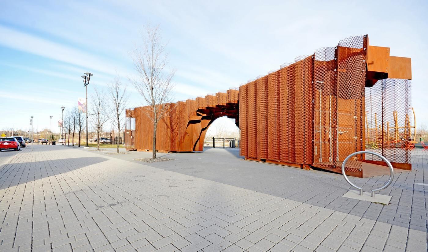 行业百科 建筑材料       设计的出发点是从三个10×8的集装箱开